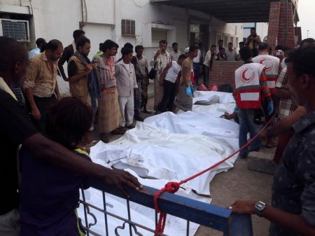 Sauditas massacram com  bombas americanas 80 civis no porto de Hodeida