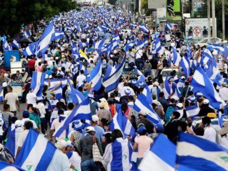 Nicarágua: paramilitares abrem fogo em gigantesca marcha contra Ortega