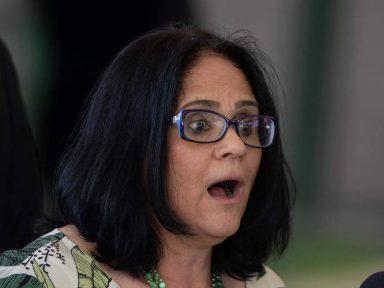 Ministra de Bolsonaro diz que viu Jesus em um pé de goiaba