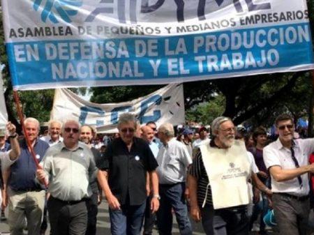 """Empresários argentinos chamam à união """"prejudicados por recessão sem fim"""""""