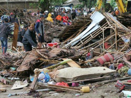 Indonésia mobilizada para atender feridos. Tsunami matou 373