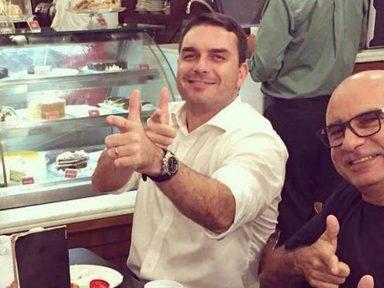 """Após sumiço, Queiroz apresenta """"atestados"""" e não explica nada"""