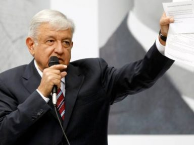 Obrador suspende leilões de Petróleo no México por três anos