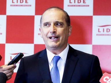 Onyx abandona entrevista ao ser questionado sobre ex-assessor de Flávio Bolsonaro