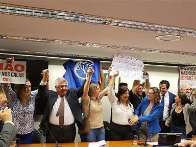 Obscurantismo perde e PL 'Escola Sem Partido' é arquivado na Câmara
