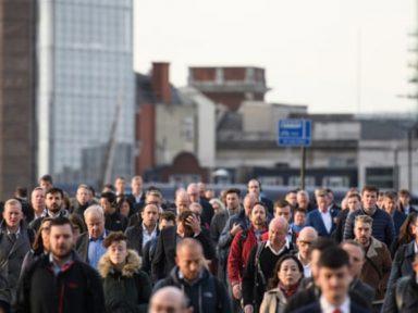 Salários dos britânicos estão um terço menores que em 2008