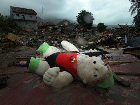 Indonésia: mortos no Tsunami chegam a 429. Governo admite inexistir sistema de alerta