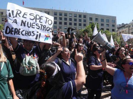 """Servidores públicos chilenos param contra """"demissões massivas"""""""