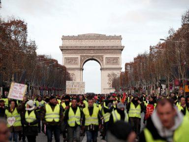 França aguarda fala de Macron após protestos de 125 mil nas ruas