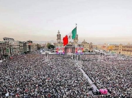 Obrador assume com compromisso de recuperar economia e fortalecer democracia