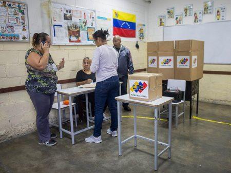 Com apenas 27% de votantes, Venezuela escolhe vereadores
