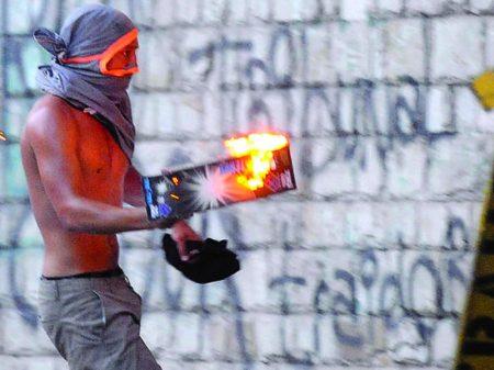 Bolívia prende vândalos que saquearam instalações públicas