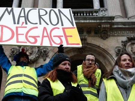 Franceses ocupam as ruas para exigir renúncia de Macron