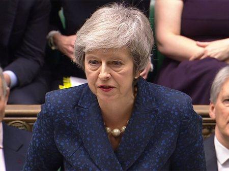 May sobrevive a voto de desconfiança do seu próprio Partido