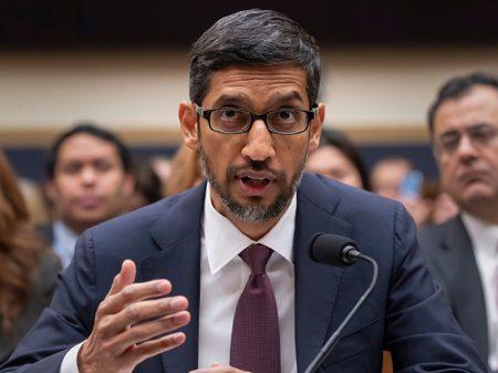 """Google explica porque foto de Trump aparece quando se busca """"idiota"""""""