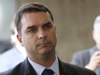 Quem fazia os depósitos na conta de Flávio Bolsonaro?