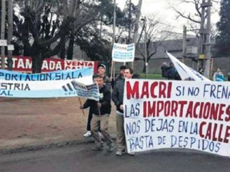 Com queda na produção, argentinos perdem 172 mil postos de trabalho em um ano