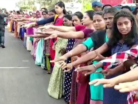 Milhões de indianas exigem o fim do veto a seu direito de acesso aos templos