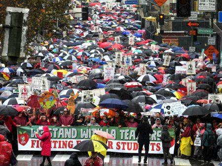 Professores de Los Angeles param contra cortes e privatização das escolas