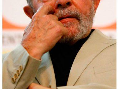Lula prestigia ato em defesa da corrupção na Petrobrás