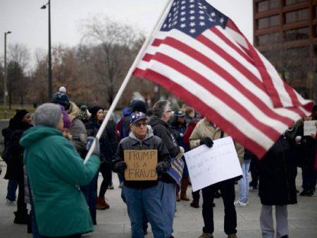 Trump abandona reunião com democratas após rejeição ao muro