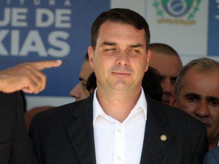 Escritura desmente versão de Flávio Bolsonaro sobre dinheiro em sua conta