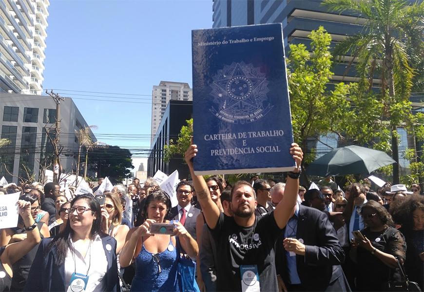 Juízes e advogados fazem atos em todo o país em defesa da Justiça do Trabalho