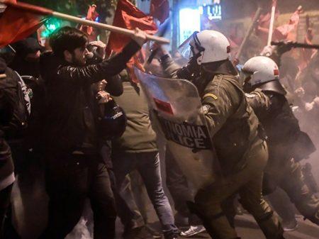 Visita de Merkel  à Grécia é repudiada em Atenas