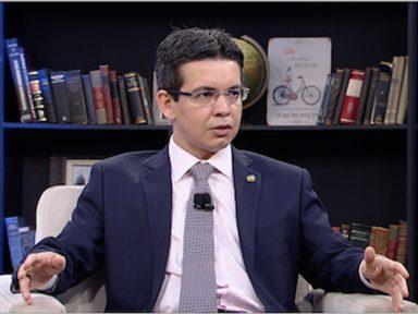 """Randolfe: """"por que Flávio Bolsonaro quer barrar a investigação sobre Queiroz?"""""""