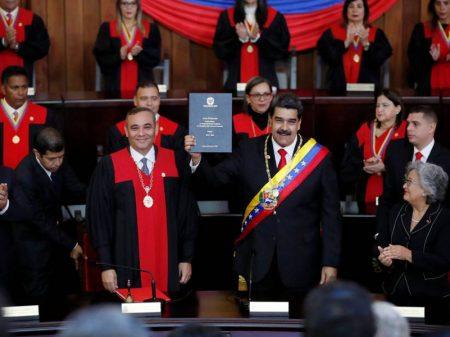 Isolado, Maduro se reempossa na Corte Suprema