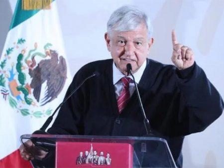 """Obrador comemora """"dia histórico"""" contra a máfia de combustíveis no México"""