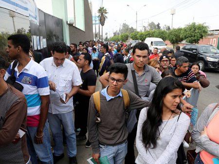 Com eleição contestada e economia em colapso Maduro se 'reempossa'