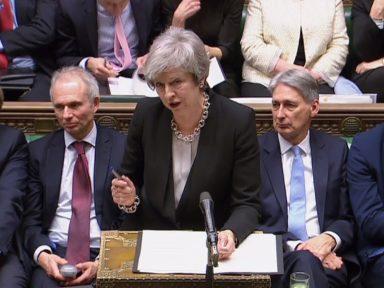 Parlamento rejeita Brexit sem acordo e manda May de volta a  Bruxelas