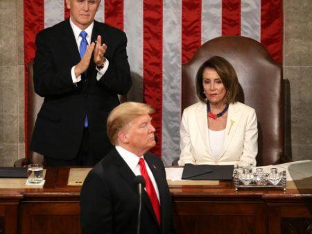 """No discurso do """"Estado da (des)União"""", Trump reitera o muro, o intervencionismo e as sanções"""