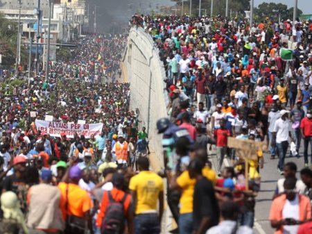 Milhares de haitianos protestam contra corrupção, carestia e apagões