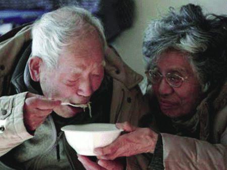 Aposentados japoneses furtam para ser presos e ter onde morar e comer