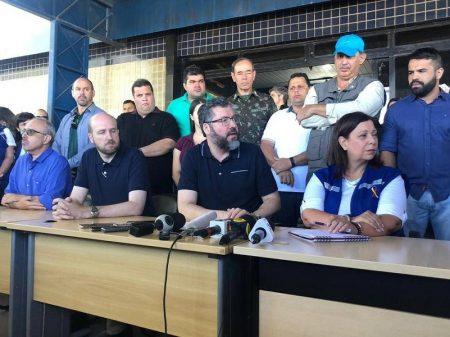 Araújo distorce acerca de atritos na fronteira para tensionar Brasil com Venezuela