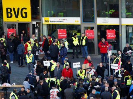 Alemanha: greve do transporte público por salário paralisa Berlim