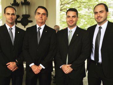 Família Bolsonaro regou suas campanhas com dinheiro vivo