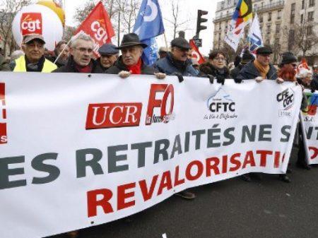 Aposentados franceses exigem fim do arrocho das pensões