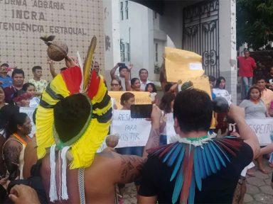 Índios protestam contra políticas anti-indígenas do governo