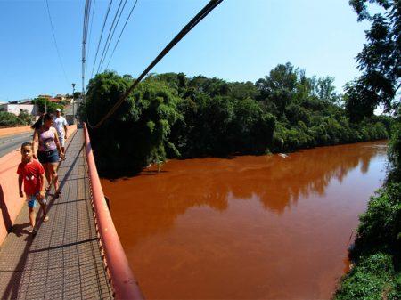 Pará de Minas decreta emergência por contaminação do Rio Paraopeba
