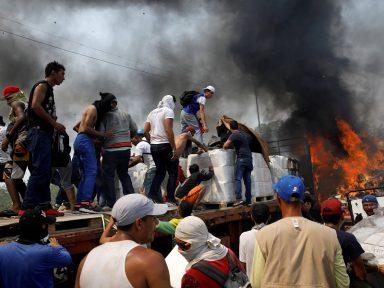 """Fracassa """"ajuda"""" forçada de Trump e Maduro rompe relações com a Colômbia"""
