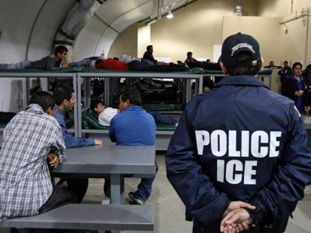 Imigrantes em greve de fome são confinados e torturados nos EUA