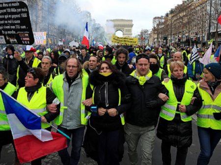 Coletes Amarelos, na 13ª jornada, defendem Previdência e exigem que Macron se vá