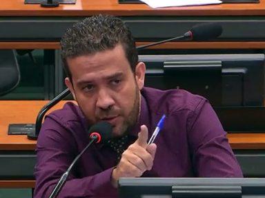 """""""Vocês viram no papel que valia a pena matar 300 pessoas"""", diz André Janones (Avante-MG) à Vale"""