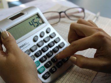 61% das famílias estão endividadas, diz pesquisa