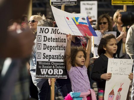 EUA viola direito de asilo ao expulsar imigrante, denuncia Anistia
