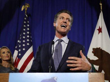 """Governador da Califórnia rechaça emergência-fake: """"Trump, nos vemos no tribunal"""""""