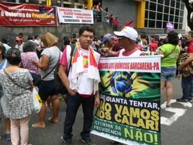 Belém: manifestantes protestam em frente ao INSS em defesa da Previdência